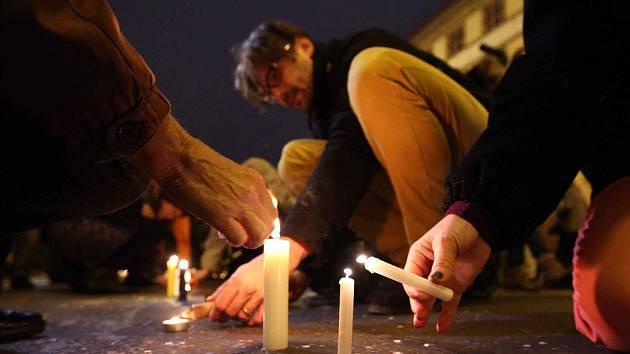 Oslava Sametové revoluce,boje za svobodu a demokracii v Praze 17.listopadu. Národní třída.