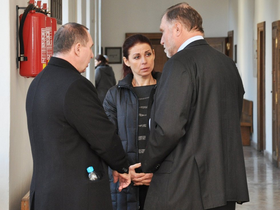 Manželé Kottovi s advokátem Tomášem Sokolem