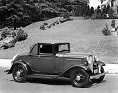 Ford Deluxe Roadster (1932).