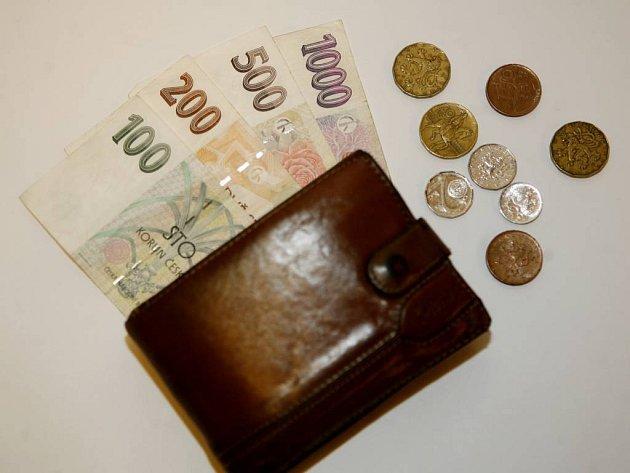 Státní dluh přesáhl jeden bilion korun. Což znamená, že každý Čech, včetně kojenců, dluží vysoko přes devadesát pět tisíc korun. Vyplývá to z pondělní informace ministerstva financí.