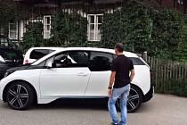 BMW i3 umí zaparkvat úplně samo.