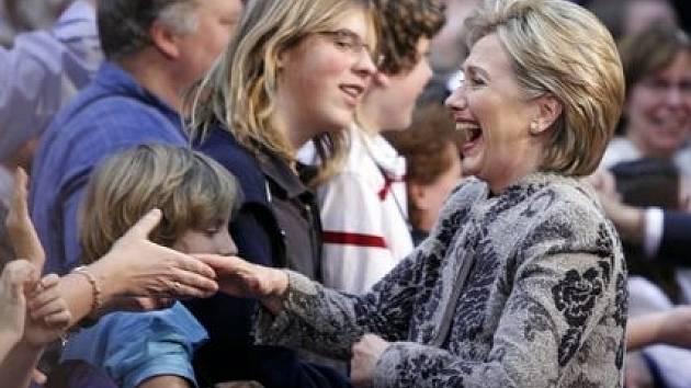 Hillary Clintonová oslavuje svoje vítězství v primírkách ve státě New Hampshire.