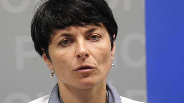 Ústecká krajská státní zástupkyně Lenka Bradáčová vystoupila 15. května v Praze na tiskové konferenci k zadržení poslance za ČSSD Davida Ratha a dalších sedmi lidí.