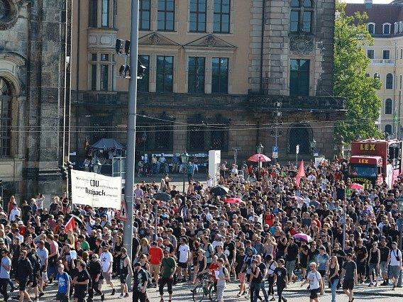 Tisíce lidí v Drážďanech demonstrovaly proti xenofobii.