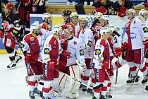 Hokejisté Slavie se radují z výhry nad Hradce Králové.