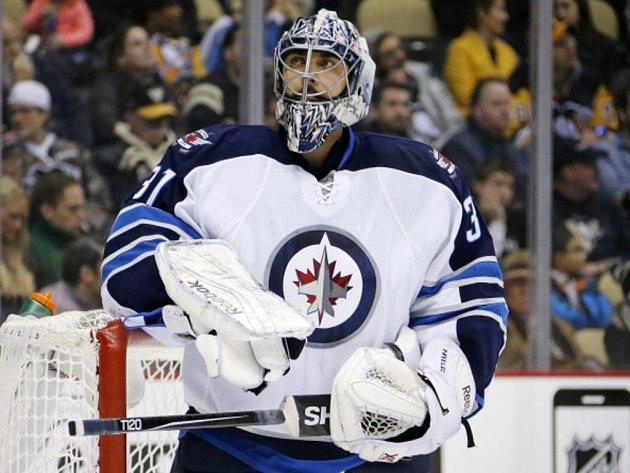 Brankář Winnipegu Ondřej Pavelec.