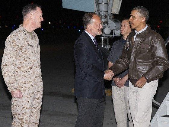 Obama je na neohlášené návštěvě v Afghánistánu, setká se s vojáky.