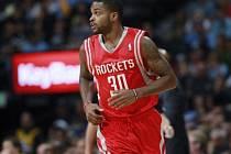 Nováček Troy Daniels z Houston Rockets se stal hrdinou zápasu, když zaznamenal vítěznou trojku 12 vteřin před koncem.