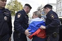Policie zatýká opoziční kandidátku v komunálních volbách Ljubovu Sobolovou, blízkou spolupracovnici opozičního předáka Alexeje Navalného