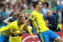 Švédové se radují z vyrovnávacího gólu.