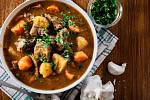 Dušené jehněčí s kořenovou zeleninou (Irish stew)