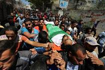 Palestinci pohřbili oběti protestů na Izraelské hranici