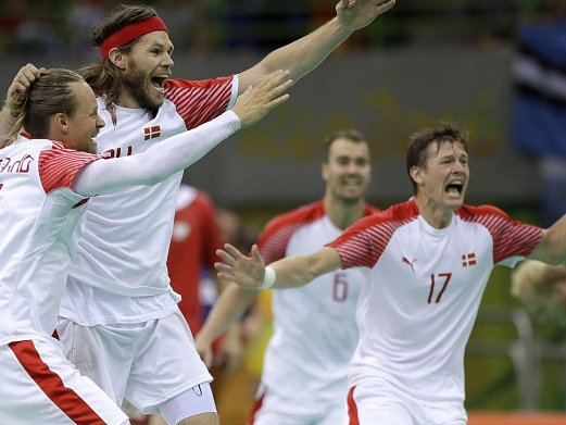 Dánové zdolali v semifinále Polsko a získají první medaili na OH