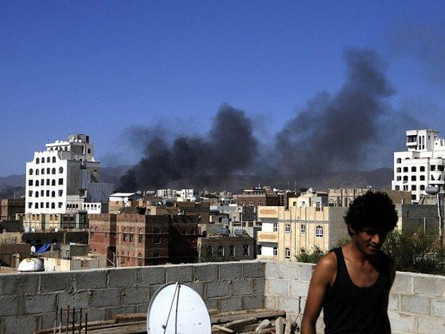 V Jemenu dnes pokračovaly boje, i když za několik hodin by mělo začít platit dohodnuté humanitární příměří.