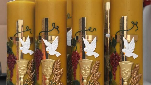Velikonoční svíce, paškály - ilustrační foto.