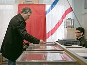Účastník referenda na Krymu.