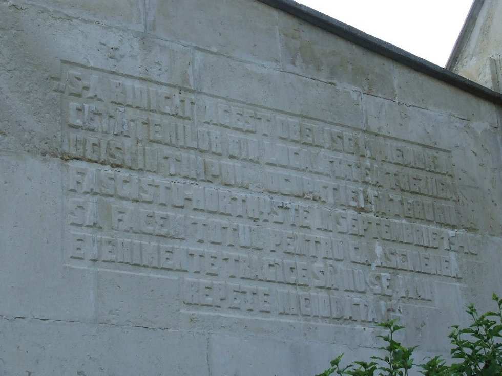 Památník masakru v obci Treznea
