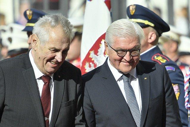 Miloš Zeman (vlevo) uvítal na Pražském hradě německého prezidenta Franka-Waltera Steinmeiera.