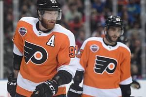 Jakub Voráček v utkání mezi Philadelphií Flyers a Chicagem Blackhawks v pražské O2 aréně