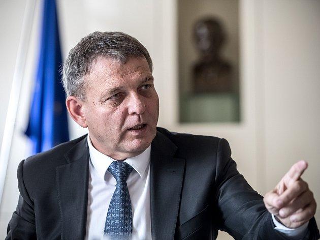 Ministr zahraničí Lubomír Zaorálek poskytl rozhovor pro Deník 4. října v Praze.