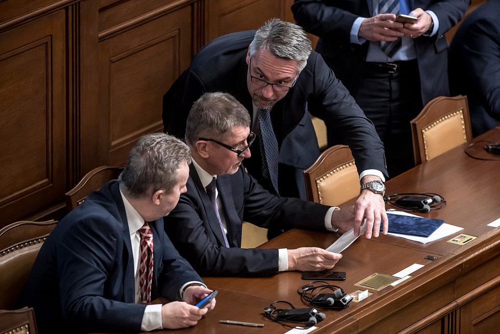 Předseda Sněmovny reprezentantů amerického Kongresu Paula Ryana vystoupil 27. března v Praze se svým projevem ve Sněmovně. Na snímku Richard Brabec, Andrej Babiš a Metnar.