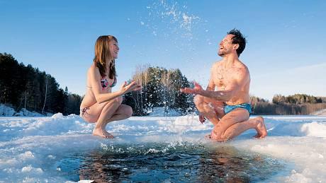 Tomu, abyste si koupání v mrazivé vodě ve zdraví užívali, předchází pozvolné otužování krok za krokem.