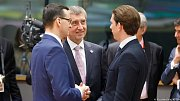 Mateusz Morawiecki, Andrej Babiš a Sebastian Kurz na summitu EU v Bruselu