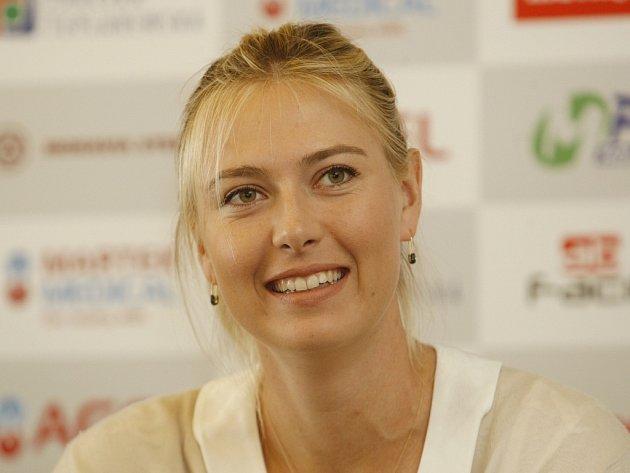 Maria Šarapovová před exhibičním utkáním s Petrou Kvitovou a Lucií Šafářovou v Praze.