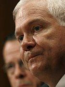 Šéf Pentagonu Robert Gates by se rád zbavil problému zvaného Guantánamo, ale neví jak.