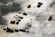 Rybáři uvěznění na ledové kře.