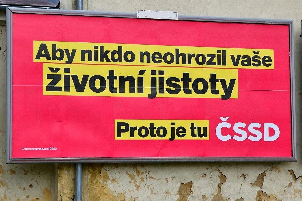 Vládní ČSSD chce zase lidem ochránit životní jistoty.