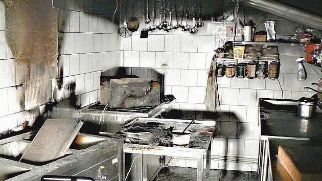 V pátek 4. února 2011 v půl páté ráno zasahovali hasiči u požáru hotelu ve Zdicích na Berounsku. Velitel zásahu rozhodl o záchraně ohrožených osob vnitřní zásahovou cestou pomocí evakuačních masek, další skupina hasičů provedla likvidaci ohně.