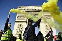 Žluté vesty protestují ve Francii již 14. týden v řadě
