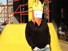 AUTOR internetového komiksu Opráski sčeskí historje vystupuje anonymně pod jménem Jaz. Pokud se s ním chcete potkat, nasadí masku svého oblíbeného hrdiny vlastního komiksu: Zmikunda.