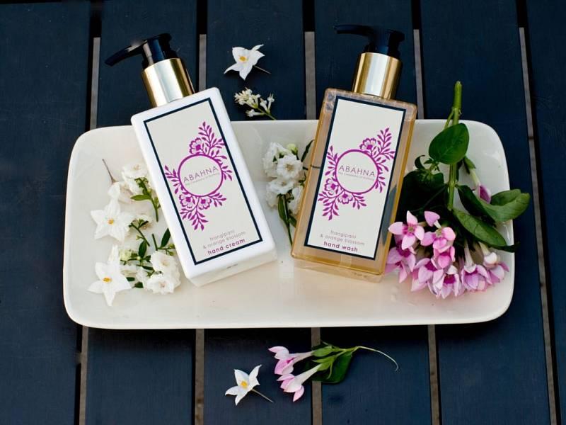 Přírodní kosmetika je dnes výrazně dostupnější než dříve. Mnohdy se však vyplatí zajít do specializovaných obchodů či používat kosmetiku skutečně renomovaných značek.