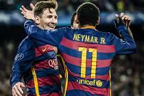 Fotbalisté Barcelony (na snímku Lionel Messi a Neymar) v Lize mistrů smetli AS Řím 6:1.