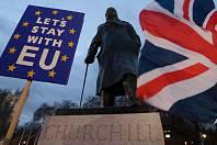 Do ulic Londýna vyrazili před hlasováním o dohodě příznivci i odpůrci brexitu