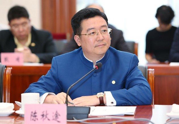 Šéf CEFC Chan Chauto. Vykonává funkce předsedy představenstva, výkonného ředitele a člena Strategického rozhodovacího výboru .