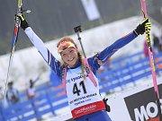 Biatlonistka Markéta Davidová se raduje z triumfu ve sprintu na juniorském mistrovství Evropy.