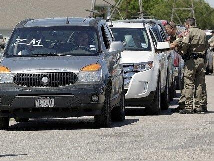 Evakuovaní obyvatelé amerického Westu se začínají vracet domů