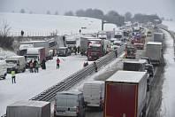 Kolaps dopravy na Dálnici D1 kvůli sněhu.