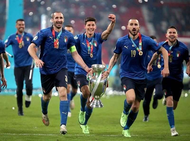 Finále mistrovství Evropy ve fotbale: Hrdinové italské reprezentace a jejich sprint za fanoušky