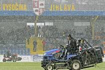 Zápas mezi Jihlavou a Mladou Boleslaví musel být odložen kvůli nepříznivému počasí a špatnému stavu hřiště.