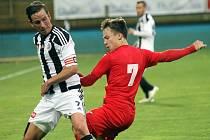 Fotbalisté Ústí nad Labem (v červeném) proti Českým Budějovicím.