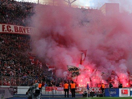 Fanoušci řádili. Bayern Mnichov dobyl Herthu Berlín