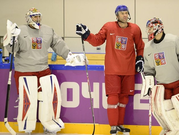 Dva dny před olympijskou premiérou se Švédskem potrénovali i Ondřej Pavelec, Petr Nedvěd a Jakub Kovář (zleva).