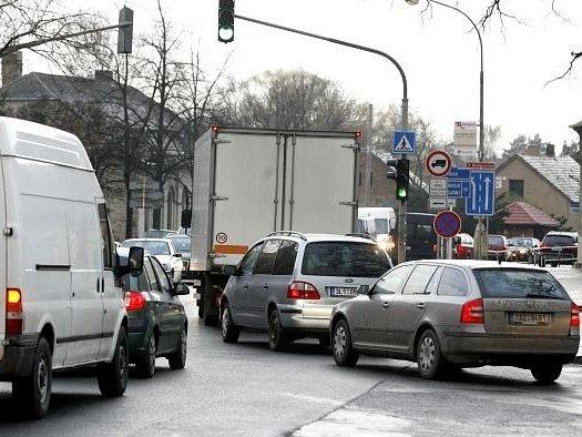 Jesenice zažila ve středu dopravní kolaps, který způsobila výluka na dálnici D1.