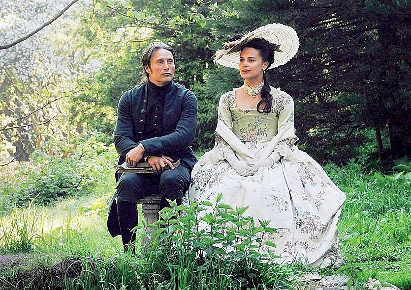 V dánském koprodukčním kostýmním dramatu Královská aféra si zahrála mladičkou královnu Karolinu, manželku šíleného dánského krále Kristiána VII., která se zamiluje do dvorního lékaře (Mads Mikkelsen).