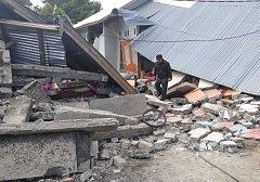 Ostrov Lombok v Indonésii zasáhlo další zemětřesení pouze týden poté, co podobná katastrofa usmrtila nejméně šestnáct lidí.