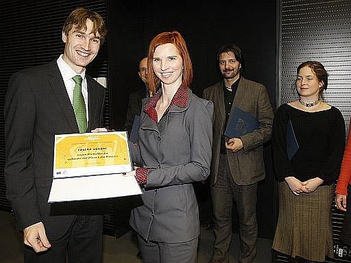Šefredaktorka centrální redakce Deníku Jana Heřmánková převzala 14. prosince z rukou ředitele odboru mládeže MŠMT Michala Urbana čestné uznání pro Deník za aktivní propagaci Evropského roku dobrovolnictví 2011.